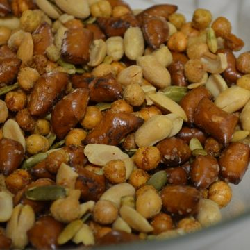 snack mix, party mix, nut mix,