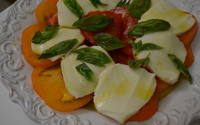 Insalata Caprese (Tomato and Mozzarella Salad)