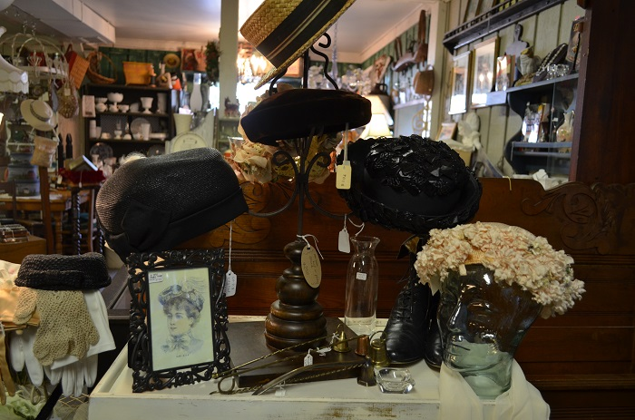 vintage hats at Carriage House Antiques