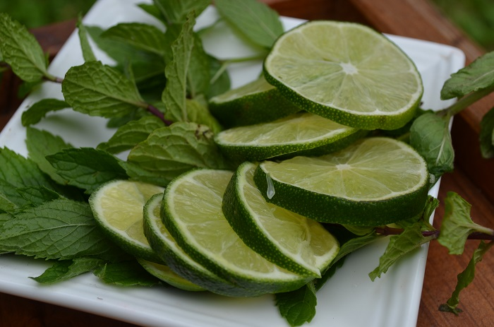 Limeade with Lemon Basil 350