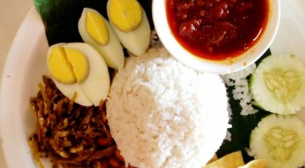 Malaysian Nasi Lemak with Sambal Ikan Bilis (Coconut Milk Rice with Sambal Anchovies)