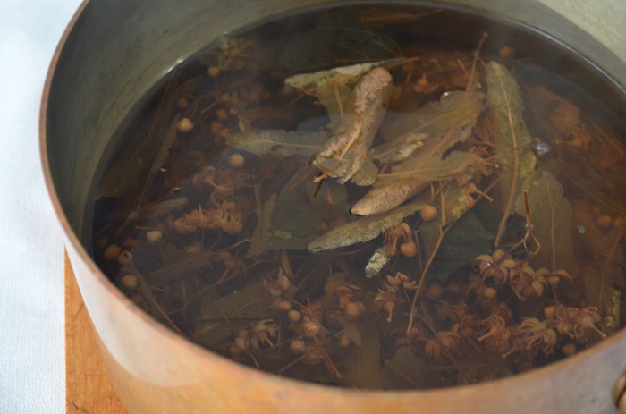 ihlamur leaves in pot