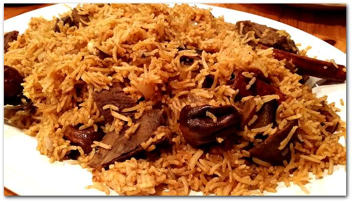 Kabsa A Gulf Style One Pot Rice Meat Dish With Dried Limes Tomato Sauce Yvonne Maffei Home Lifestyle
